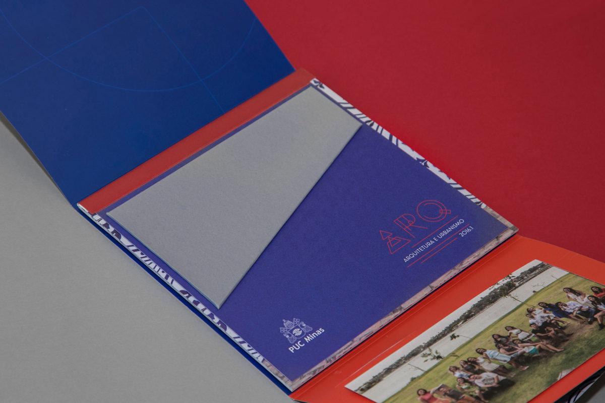 Convite de formatura criativo para turma de Arquitetura PUC
